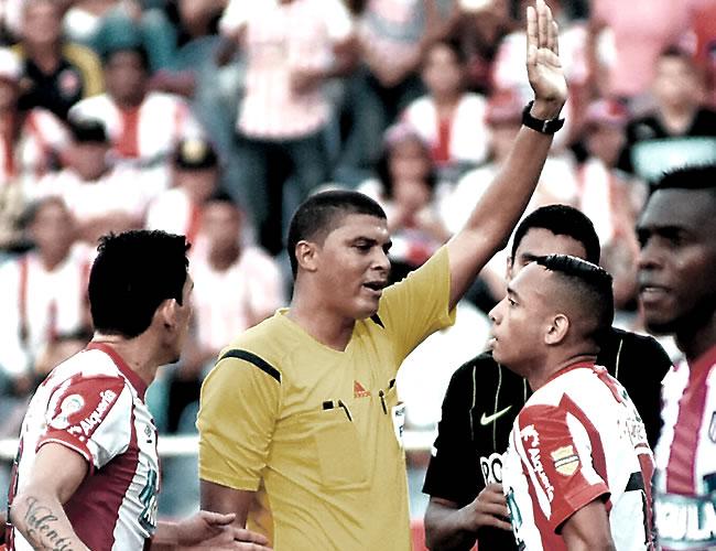 El árbitro cesarence Juan Pontón fue criticado por el penal que le pitó en contra a Junior en el duelo pasado ante Nacional (3-3).
