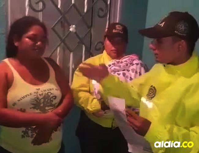 Angélica María Coronado Cantillo, fue sorprendida por las autoridades con la menor en su residencia | Cortesía