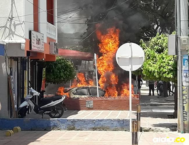 Alarma entre la comunidad samaria que presenció el incendio del taxi. | Al Día