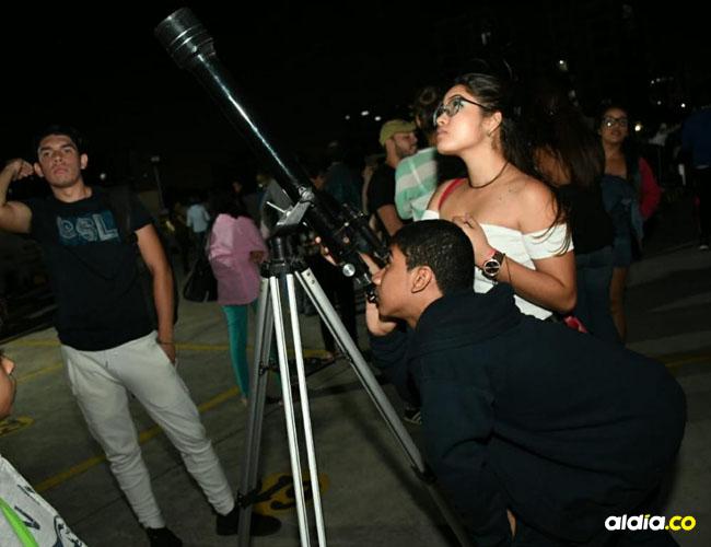 En el Planetario de Combarranquilla y el bulevar de Buenavista las personas observaron el fenómeno.