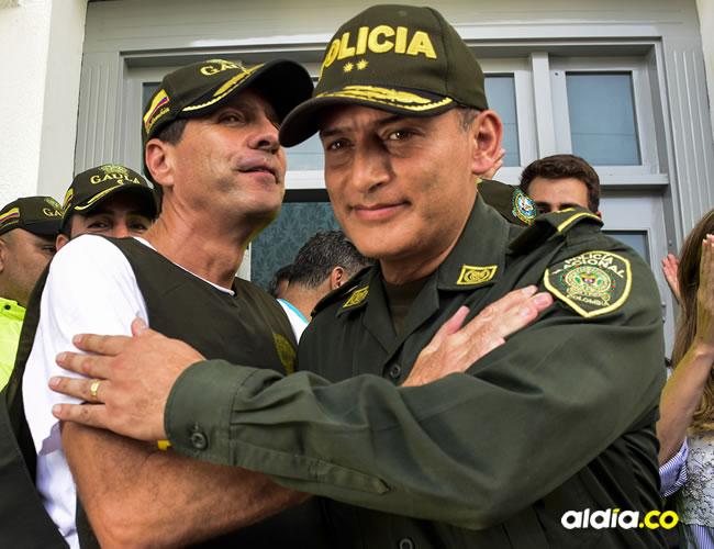 'Fito' Acosta con el comandante de la Policía, general Mariano Botero Coy