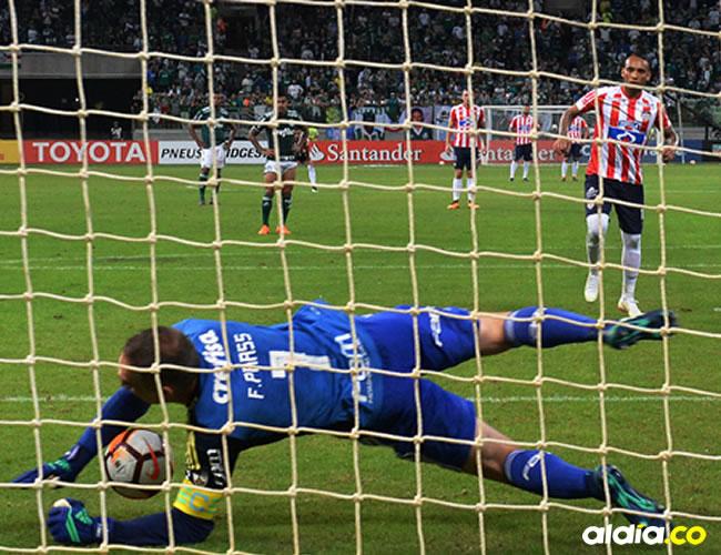El penal que erró Jarlan Barrera cuando el partido iba 1-0.   Al Día