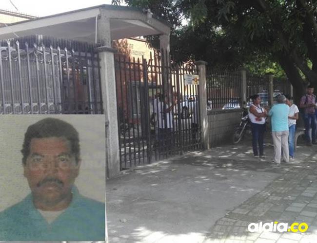 Familiares a las afueras de Medicina Legal en Montería. | Suministrada