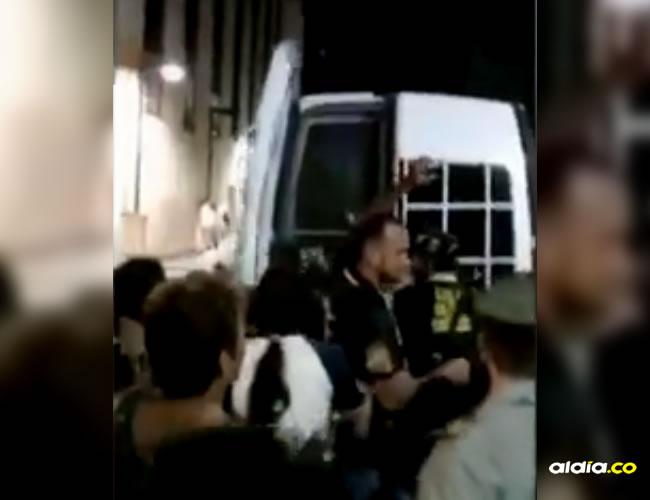 Familiares y amigos de la víctima intentaron linchar al profesor | Captura de pantalla