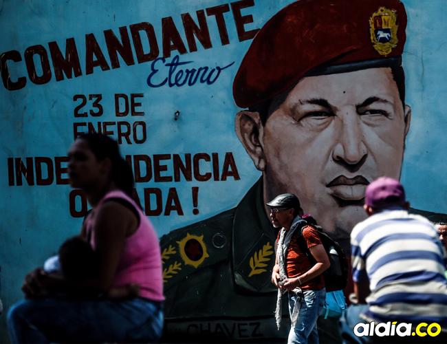 Mural con la imagen del expresidente de Venezuela Hugo Chávez.   AFP