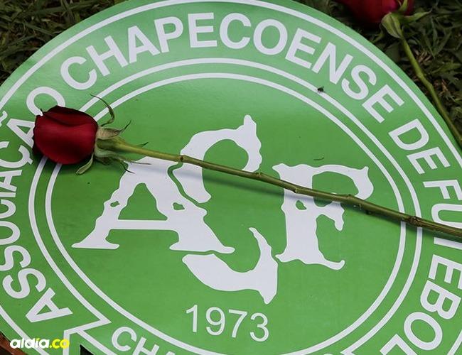 La pasión por el fútbol que une a los dos países inspiro a la realización de la nueva camiseta del Chapecoense. | Tomada de: Internet.