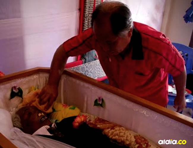 Los hijos cuidan, acicalan y limpian a sus familiares fallecidos | Zahar Zand