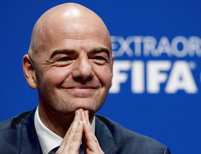 El nuevo presidente de la FIFA, Gianni Infantino, ofrece una rueda de prensa tras su elección durante el Congreso Extraordinario de la FIFA .| EFE