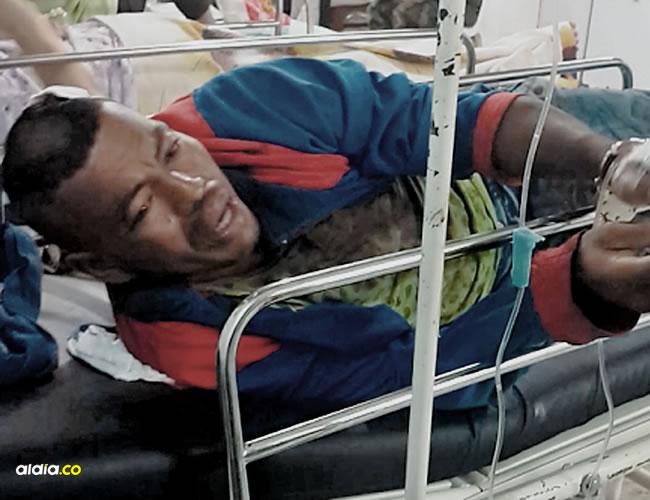 El cartagenero que provocó el altercado fue enviado al hospital y por seguridad fue esposado a la camilla. | AL DÍA