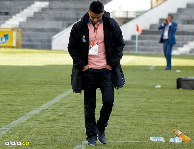 Giovanni Hernández salió muy cabizbajo en la derrota 3-2 de Junior ante Patriotas este sábado. | AL DÍA