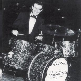 White nació el 27 de julio de 1930 en Escocia, y falleció el 9 de noviembre de 2015 en EE. UU.