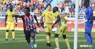 Luis Narváez anotó el 1-0 con un gol de cabeza.