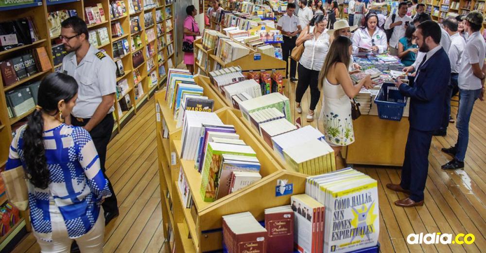 El buque Logos Hope, considerado la librería flotante más grande del mundo, llegó a Barranquilla para ofrecer una colección de más de 5.000 títulos y una oferta cultural que incluye conciertos y recitales de música.