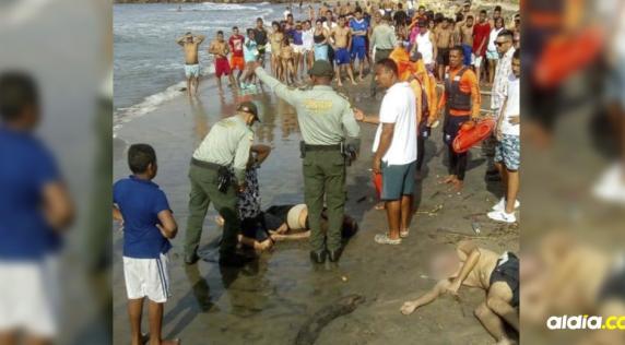 Momento en que los cuerpos de la pareja fueron sacados al mar.