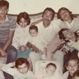 A lo largo del documental se revelan fotografías y vídeos que muestran el lado más íntimo de Ramón Valdés.