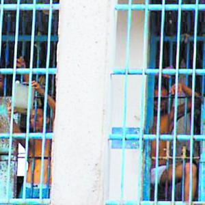 Los reclusos piden entrar a sus celdas 1 hora después de recibir el almuerzo.