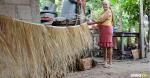 Regina Iriarte Acosta lleva más de 40 años elaborando escobas y gracias a ello sacó adelante a sus 8 hijos. Algunos han seguido este legado. | Al Día