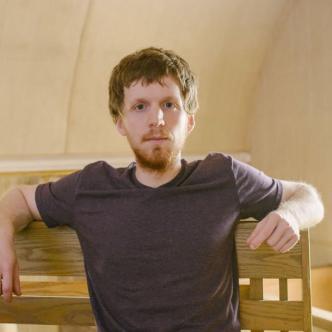 Alexander Rhodes, fundador de un sitio que ayuda a los adictos a la pornografía   Foto:  Kristian Thacker para el NYTimes