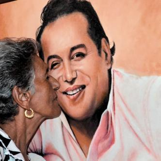Elvira Maestre, conocida como 'Mama Vila', hizo un documental sobre su hijo mayor