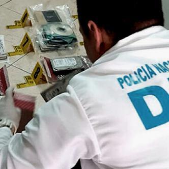 Varios elementos fueron incautados durante la captura del presunto delincuente infromático. | Policía Nacional