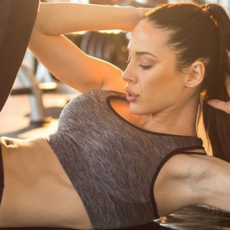 Levantar pesas o ejercitase con 'spinning' también pueden estimular el placer de algunas mujeres en el gimnasio.