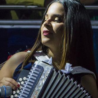 María Silena es la acordeonera que 'flechó' a Yankee.