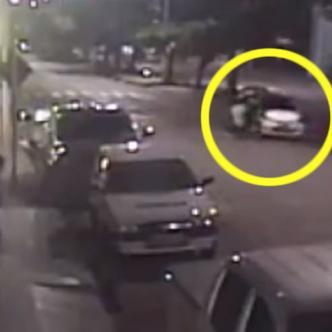 En el incidente, ocurrido el 7 de febrero, los otros miembros de la banda atropellaron al sujeto en su intento de huir de los agentes de seguridad. | Captura de pantalla