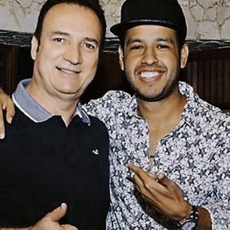 Guillermo Mazorra, gerente regional de Sony Music, al lado del fenecido cantautor Martín Elías Díaz  | Cortesía.