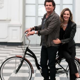 Carlos Vives y su esposa Claudia Elena Vásquez son los protagonistas del videoclip de su nueva canción titulada 'Mañana'.