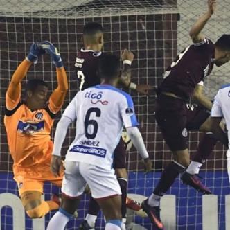José Luis Chunga salió mal en el gol de Rolando García. | Tomada de AFP