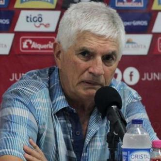El técnico Julio Comesaña en rueda de prensa. | @JuniorClubSA