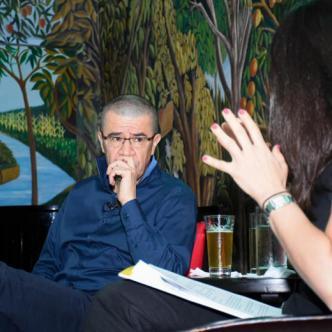 El libretista Dago García habló en La Cueva sobre el proceso creativo de su colega Fernando Gaitán. | Mery Granados