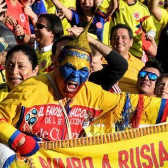 La hincada colombiana en el estadio El Campín.   AFP