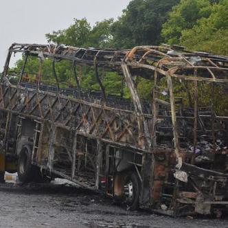 Esta estructura pertenece a lo que fue un moderno bus de la ruta Barranquilla Fonseca , el cual terminó estrellado y en su interior murieron cerca de seis personas que se transportaban desde Barranquilla al sur de La Guajira.
