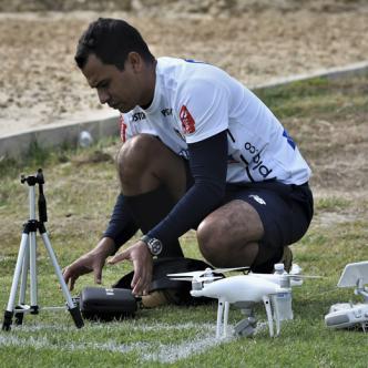 El barranquillero Héctor Beleño graba con drones las prácticas de Junior todos los días. | Luis Felipe De la Hoz