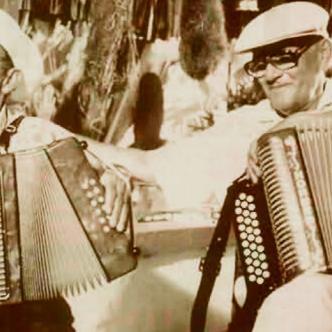 La rivalidad musical entre Emiliano Zuleta Baquero y Lorenzo Miguel Morales, dos grandes exponentes del folclor vallenato, nació en 1938, en la pequeña población de Guacoche. | Archivo