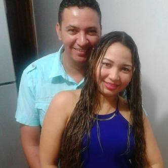 Tivisay Lobo Fuentes y su esposo José López Molinares.