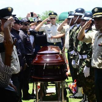 Sergio Medina fue sepultado en Valledupar este martes 22 de agosto con honores que le rindieron los miembros del CTI y del Ejército   Al Día