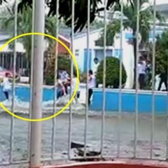 Las imágenes, que fueron grabadas por vecinos del sector, muestran el momento en el que los jóvenes se tiraban en pareja al arroyo y  luego se levantaban   Captura de video Blu  Radio