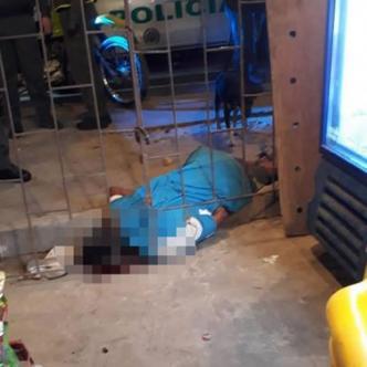 Julio Salazar Pertuz tendido en el piso.