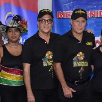 El Rey Momo de la 44, Pedro Tapias, estuvo presente en el lanzamiento del desfile el Garabato de Emiliano.