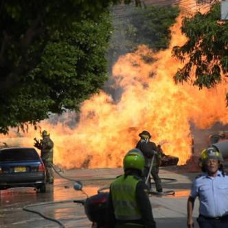 Las autoridades evacuaron la zona para controlar la conflagración.   Al Día
