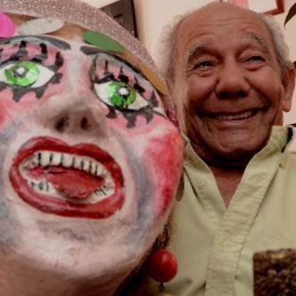 Jorge Altamiranda con su disfraz conquistó ocho Congos de Oro. | AL DÍA