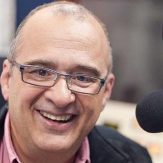 Jota Mario Valencia, de 63 años, presentador.