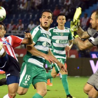 Luis Díaz (izq.) fue el encargado de anotar el tanto de Junior el jueves pasado ante Equidad y que lo tiene en ventaja ante Equidad por los cuartos de final de la Liga Águila II.
