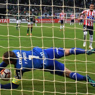 El penal que erró Jarlan Barrera cuando el partido iba 1-0. | Al Día