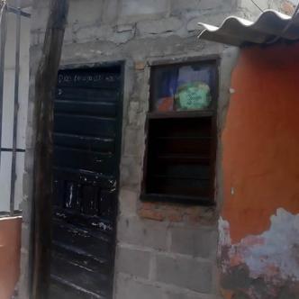 La comunidad en Puebloviejo atacó esta vivienda y trató de linchar a una mujer conocida con el nombre de Piedad. | AL DÍA