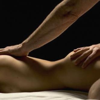 Los masajes eróticos son una manera novedosa de estimular a la pareja, pues se pueden variar en muchas combinaciones que aumentan el deseo y la pasión.