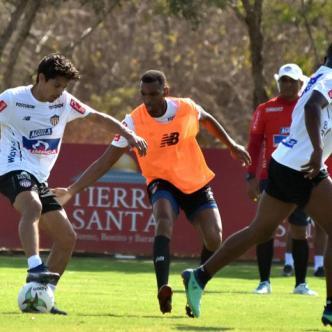 El chileno Matías Fernández ha dado muestras de su talento en los entrenamientos de Junior.| Luis Rodríguez Lezama
