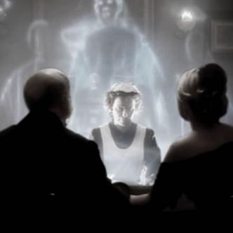 En las sesiones espiritistas es donde sale a flote el poder de los médiums, logrando abrir grandes portales. | Internet
